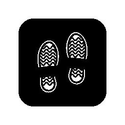 黒い正方形の背景の無料アイコンを靴の跡します。