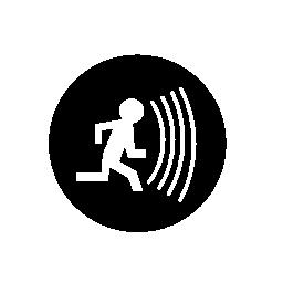 アラーム音の円形シンボル無料アイコンを実行している人