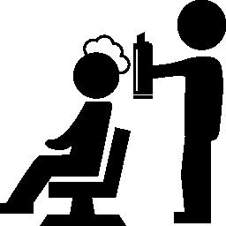 泡無料アイコンとクライアントの頭をカバーする美容室